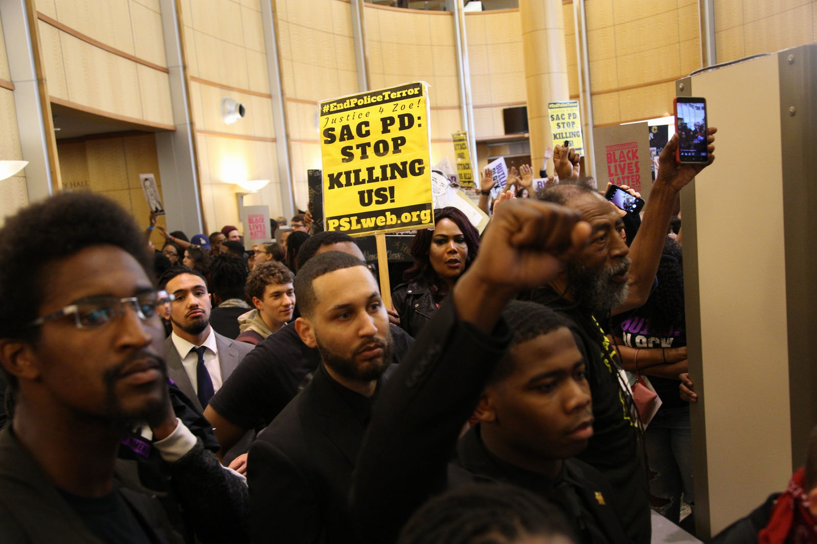 Former NBA player leads Stephon Clark protest rally