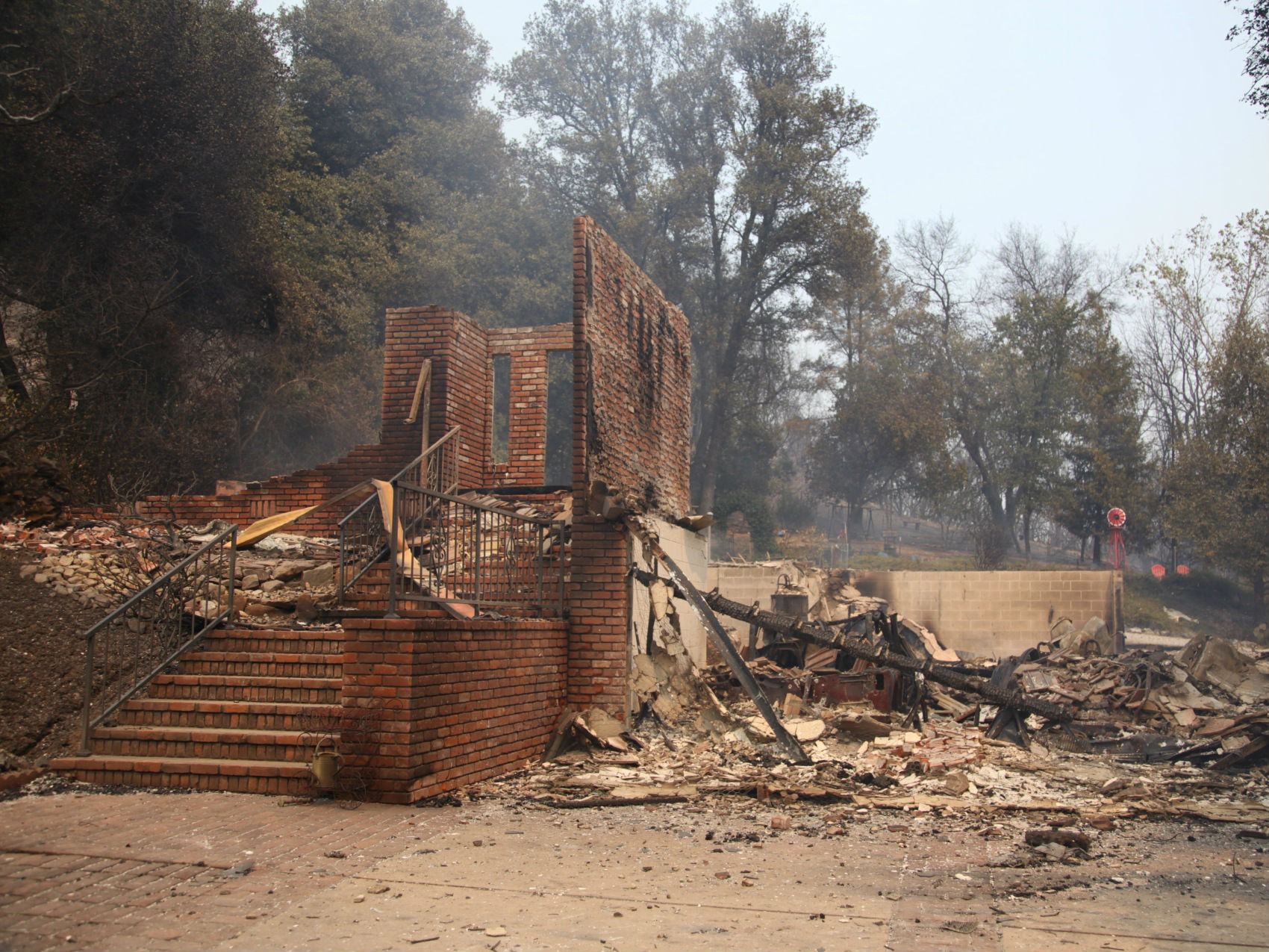 more than 800 homes destroyed in carr fire