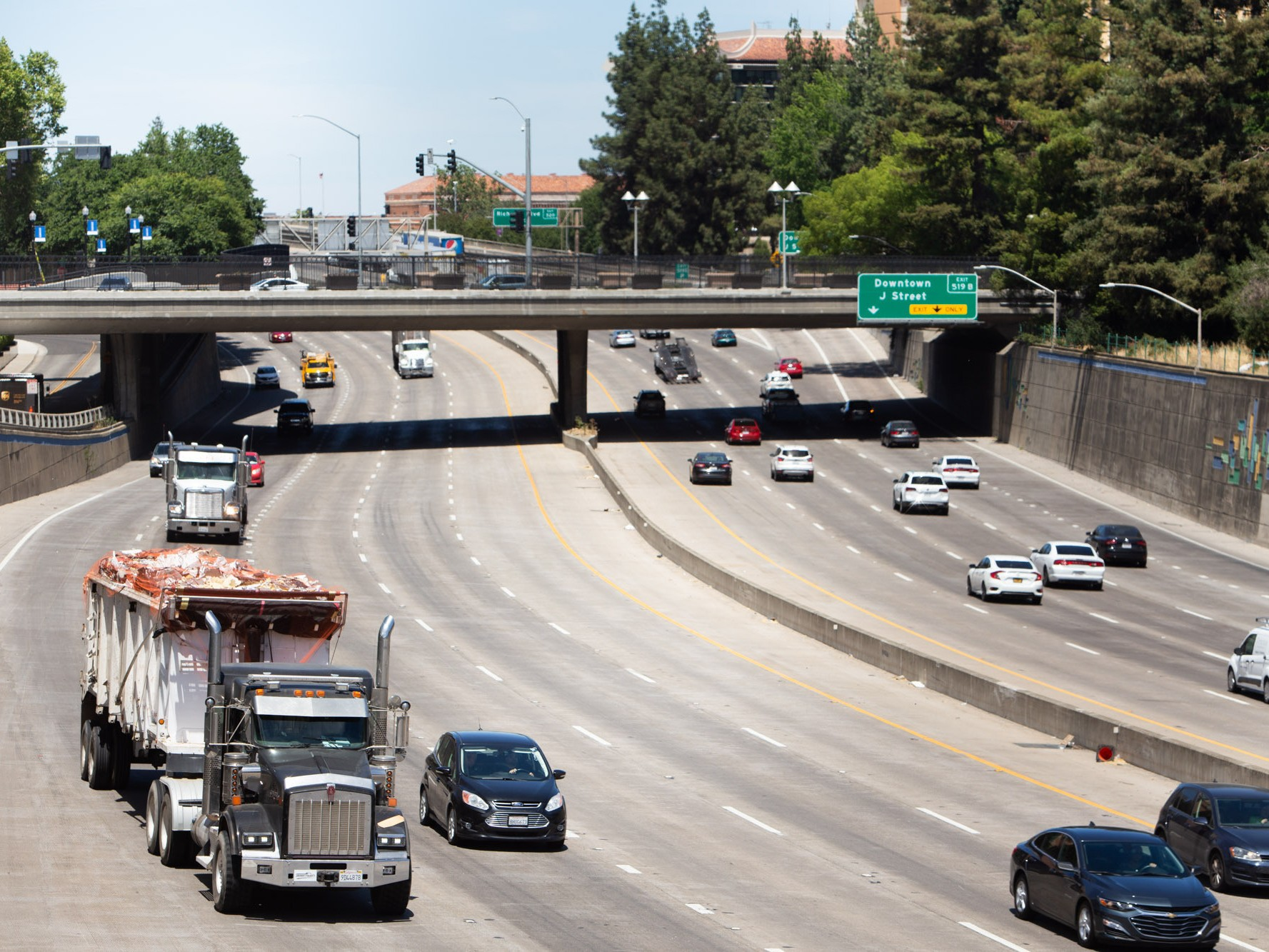 All New California Cars Trucks Must Be Zero Emission By 2035 Newsom Announces In Executive Order Capradio Org