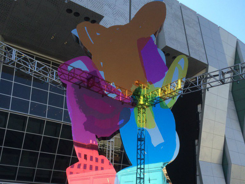 Jeff Koons\' Piglet Sculpture Unveiled At Golden 1 Center - capradio.org